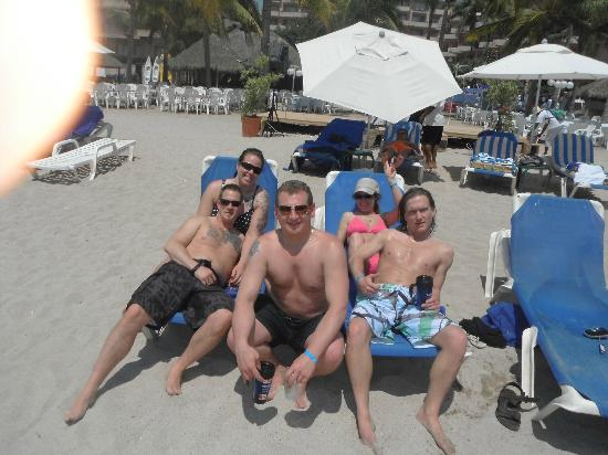 Friendly Vallarta All Inclusive Family Resort: first day on the beach