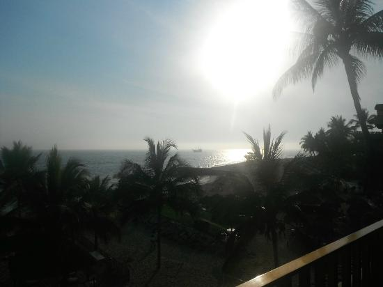 Friendly Vallarta All Inclusive Family Resort: sunset from the room