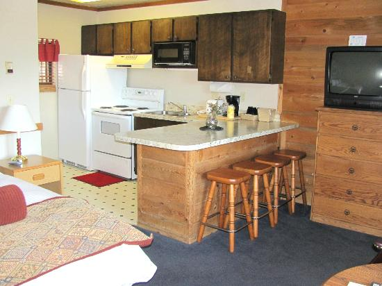 Pony Express Motel: kitchenette
