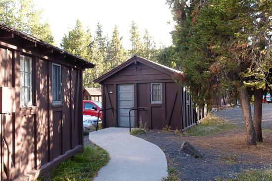 Handicapped cabin picture of old faithful lodge cabins for Cabins in wyoming near yellowstone