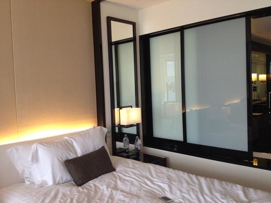 Crown Metropol Perth: bed