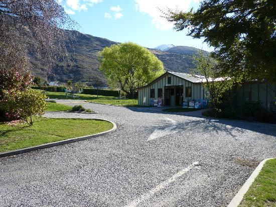 Wanaka Kiwi Holiday Park & Motels: Clean, tidy and heated bathroom facilities.