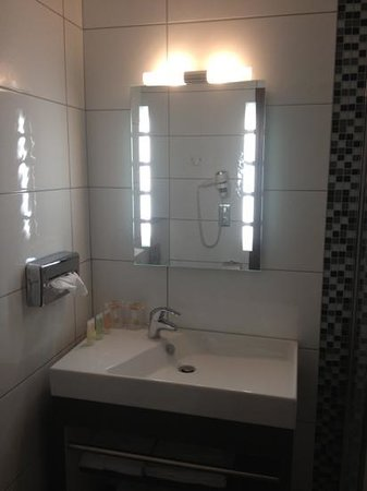 Best Western Hotel Belfort : coin lavabo chambre exécutive