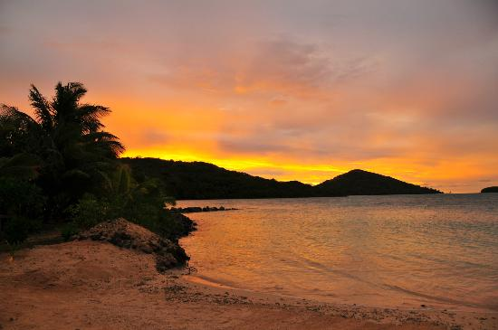 Navutu Stars Fiji Hotel & Resort: Another gorgeous sunset