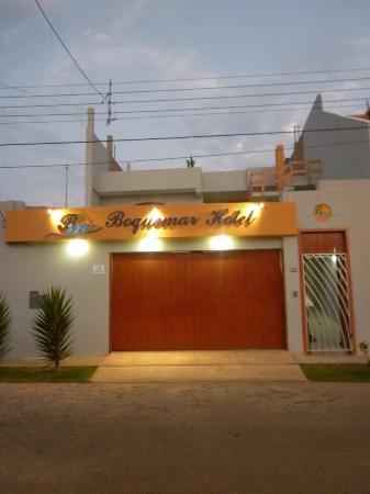FRONTIS DEL HOTEL BOQUEMAR
