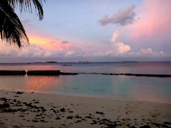 Centara Grand Island Resort & Spa Maldives: Amazing sunsets everyday