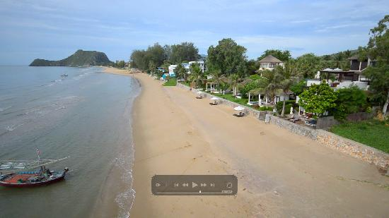 Aleenta Resort Pranburi: Clean and white beach
