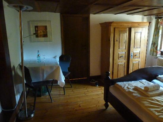 Landgasthof zum Roessle: Our Bedroom