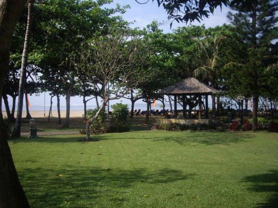 Mercure Resort Sanur: View of beach front(no waves here)