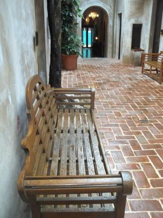 فيلا هيرينكا هوتل: Passageway to the second floor rooms