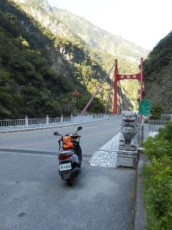 Tianxiang Scenic Are: 天祥の手前の慈母橋