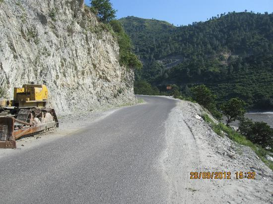 Shri Badrinath Ji Temple: roads are not safe