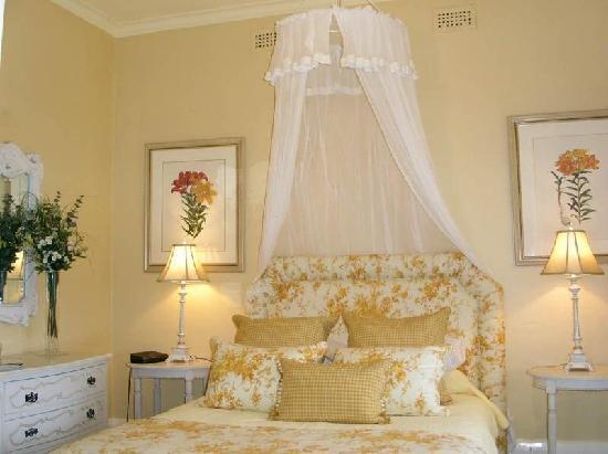 Otira Homestead on Needles Eye: Homestead bedroom