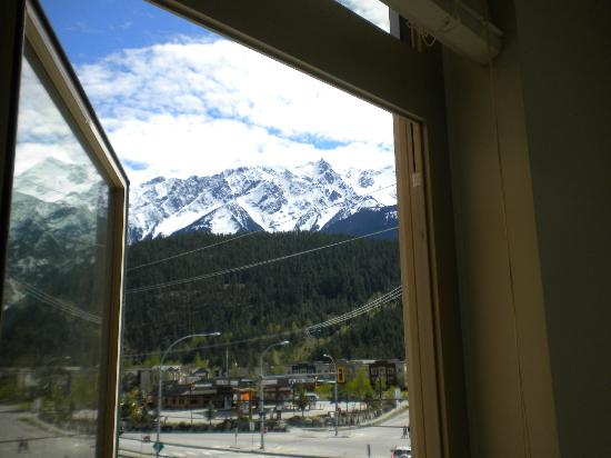 Pemberton Gateway Village Suites Hotel: View of Mount Currie