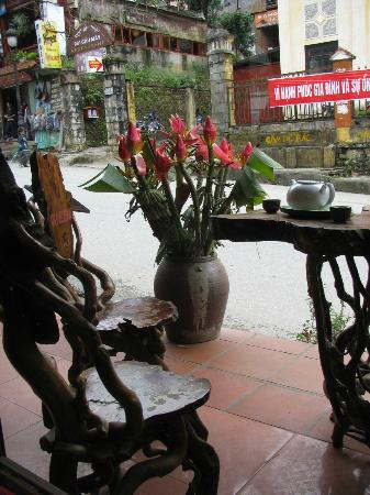 Michell Sapa Restaurant: Gorgeous outdoor setting