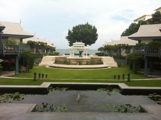 Devasom Hua Hin Resort: The view when you first walk in 