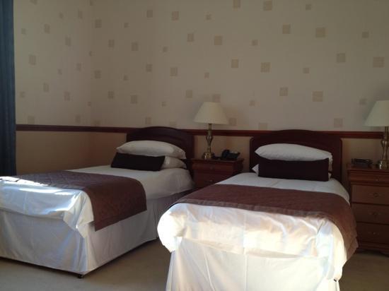 Ardshiel Hotel : twin beds - room 5