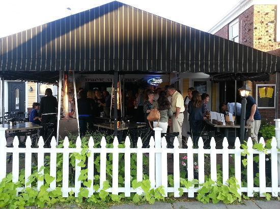 Duck Inn Pub: Happy People at the DIP
