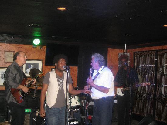 Duck Inn Pub: MV & The Blues Jammers