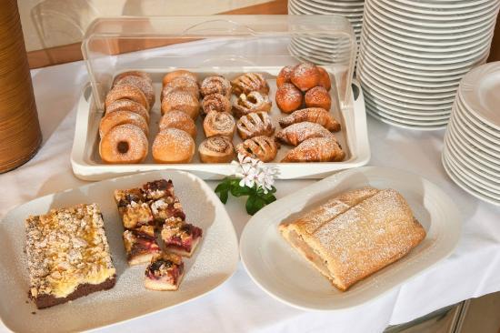 Hotel Residence Flora Meran: Breakfast Buffet