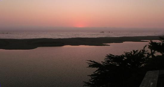 Breakers Inn: Beautiful Gualala sunset from room balcony
