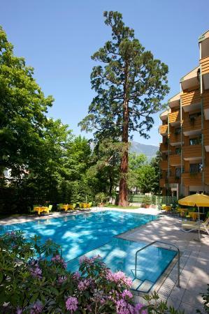 Hotel Residence Flora Meran: Swimming Pool