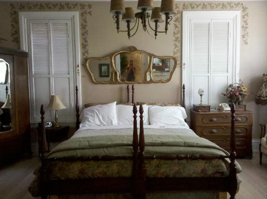 Ellerbeck Mansion Bed & Breakfast: Autumn Winds