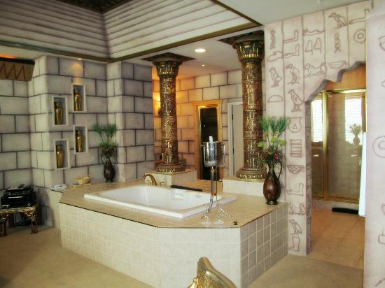 Destinations Inn: Egypt Room, Soaking tub
