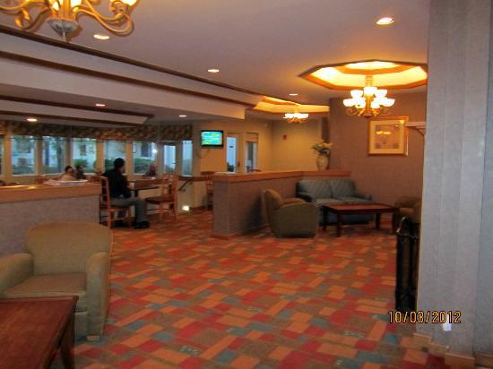 La Quinta Inn & Suites Overland Park : part of the breakfast area