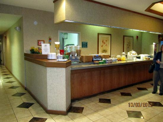 La Quinta Inn & Suites Overland Park: breakfast bar