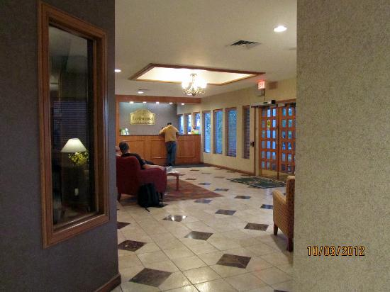 La Quinta Inn & Suites Overland Park : lobby