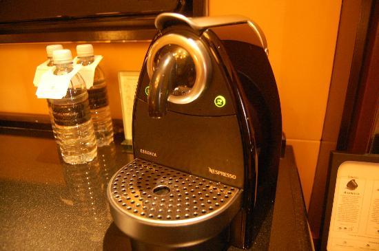 Shangri-La Hotel Kuala Lumpur: Coffee machine!