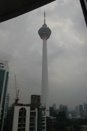 Shangri-La Hotel Kuala Lumpur: KL Tower outside