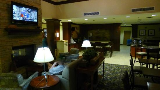 Staybridge Suites Oklahoma City - Quail Springs: Lobby, breakfast serving area