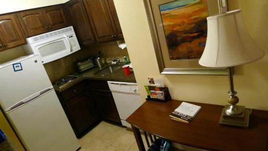 Staybridge Suites Oklahoma City - Quail Springs: Kitchenette
