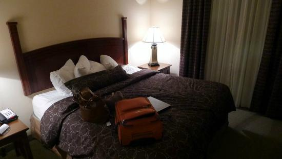Staybridge Suites Oklahoma City - Quail Springs: Comfortable beds at Staybridge