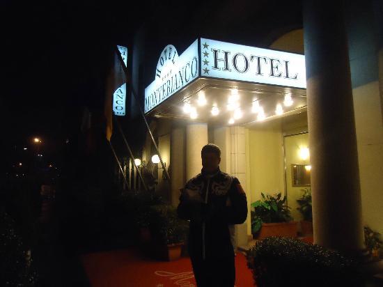 Mokinba Hotel Montebianco: Главный вход