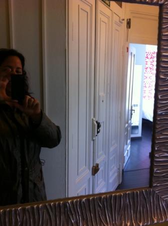 Hostal Mafer: a través del espejo
