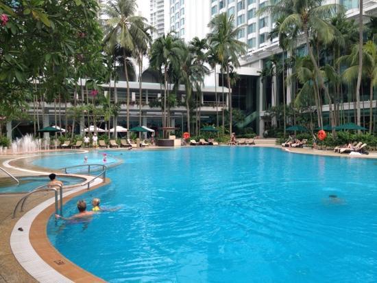 The Swimming Pool Picture Of Shangri La Hotel Singapore Singapore Tripadvisor