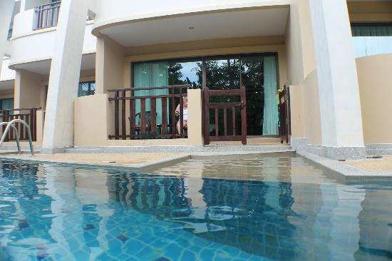 Lanta Resort: Pool outside the room