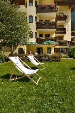 Grieshof Hotel: Ouside Summer