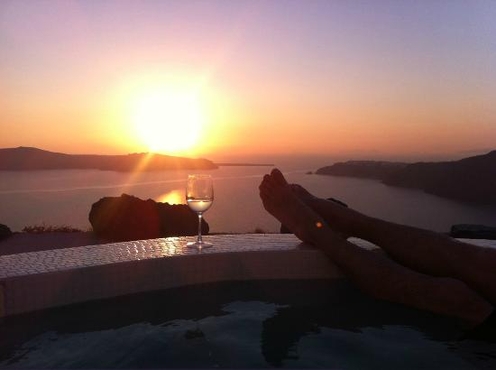 Rocabella Santorini Resort & Spa: Sunset view from suite jacuzzi