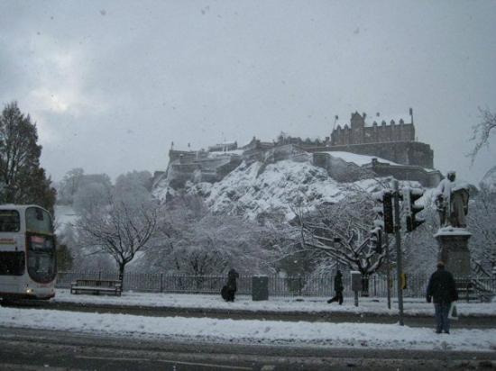 Merchiston Residence : Edinburgh castle