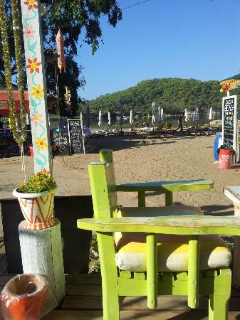 The Sugar Beach Club: funky and relaxing set up...