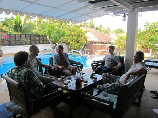 Phuket Gay Homestay - Neramit Hill: Drinks at the pool area