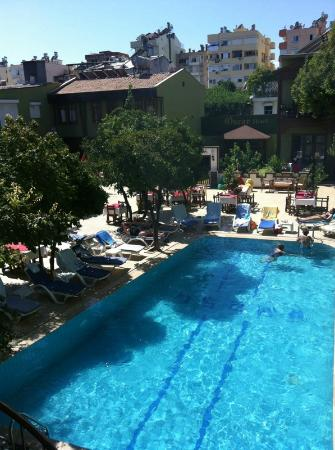 Oscar Boutique Hotel: Pool area and part of the inner courtyard
