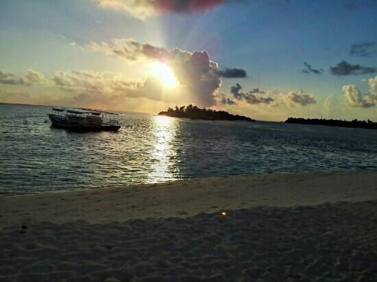 Sun Island Resort: coucher de soleil sur les Maldives