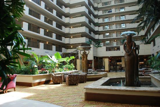 Emby Suites By Hilton Sacramento Riverfront Promenade Le Patio Intérieur