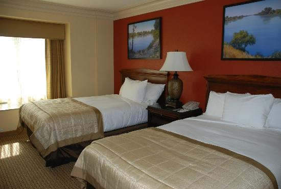 Embassy Suites by Hilton Sacramento - Riverfront Promenade : la chambre