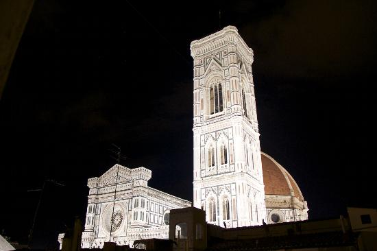 Residenza Giotto: Duomo night view from Terrace